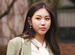 CLC 's Kwon EunBin Sebagai Min YangHee